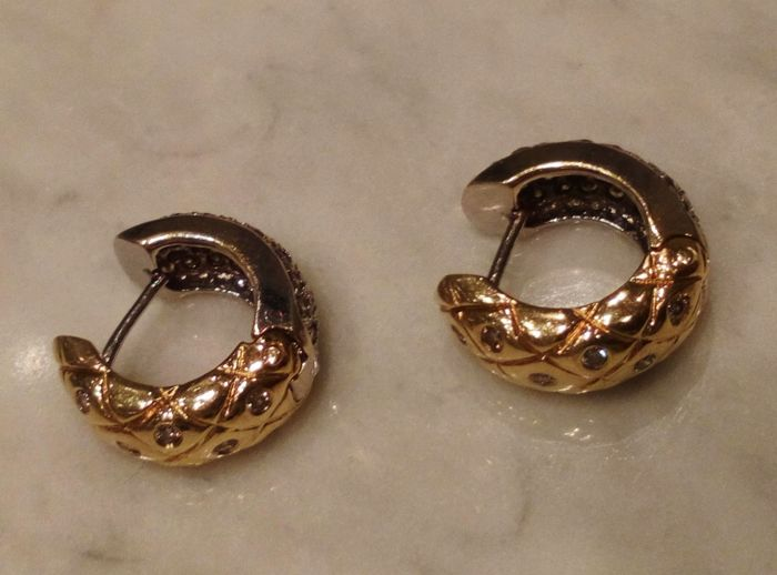 Reversible earrings in 14 kt white gold and yellow gold with brilliant-cut diamonds (1.5 ct); total weight of 10 g