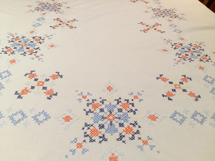 Florence - Antique tablecloth handmade with the cross stitch technique Measurements: 125 x 145 cm