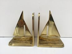2 sailboat bookends in a beautiful gold-coloured copper alloy
