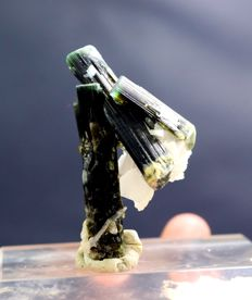 Double Terminated & Undamaged Green Cap Bi-color Tourmaline Crystal With Cleavelandite - 50*27*22 mm - 15g