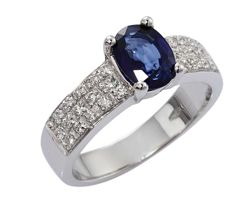 18 kt white gold ring with 1.25 ct sapphire and 0.30 ct diamonds