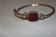 Handmade, 925/1000 silver with rust-coloured carnelian cabochon, women's bracelet (can be opened), total weight: 12 g, inner diameter: 6 cm