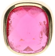14 kt Yellow gold signet ring set with synthetic Ruby - Ring size: 19.5 mm