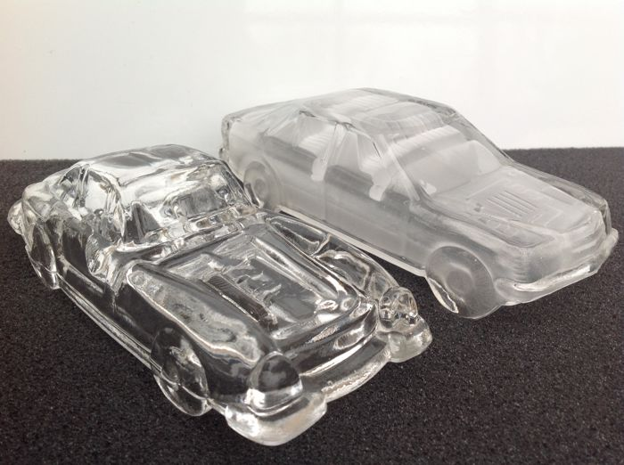 2 Paperweight cars crystal