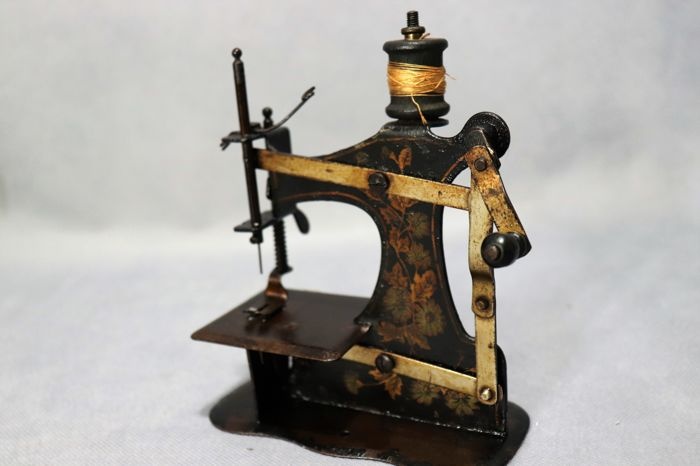 Sewing machine, Germany, Art Deco, child toy, circa 1920