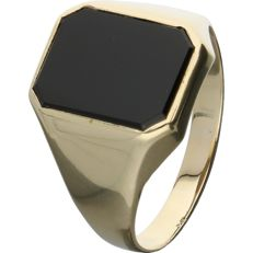14 kt - Yellow gold signet ring set with an onyx - Ring size: 21.5 mm - No Reserve
