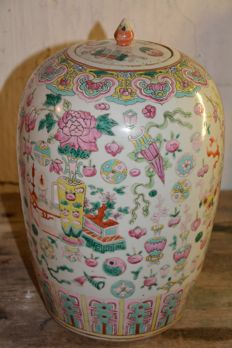Fine famille rose ginger jar with precious items decor - China - 19th century