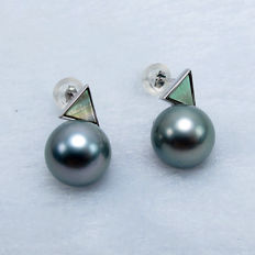Tahiti Black Pearl earrings. Pearl diameter: 10.1 mm. New no wear * no reserve price *