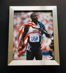 Carl Lewis - Amazing Authentic & Signed Autograph in Framed Photo ( 20x25cm ) - with Certificate of Authenticity PSA/DNA