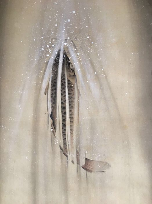 'Carp in Waterfall' by Kawabata Ryūshi 川端龍子 (1885-1966) - Very rare beautiful detailed handpainted scroll painting, signed and stamped - Japan - ca. 1930