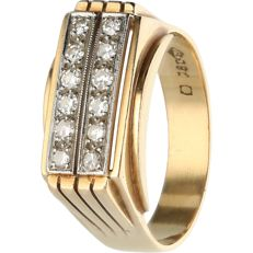 18kt - Yellow gold ring set with 12 single cut diamonds of approx. 0.24 ct in total - Ring size: 19.75 mm