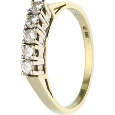 14 kt - Yellow gold ring set with 5 brilliant cut diamonds of approx. 0.36 t in total, in a white gold setting - Ring size: 18.5 mm
