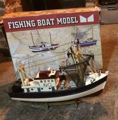 Lot of 7 models of boats:
