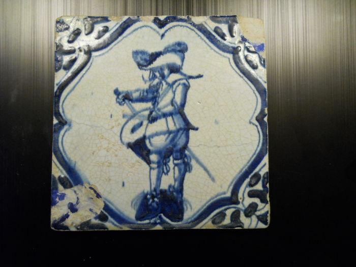 Early 17th century 'Accolade' tile with soldier - Drummer