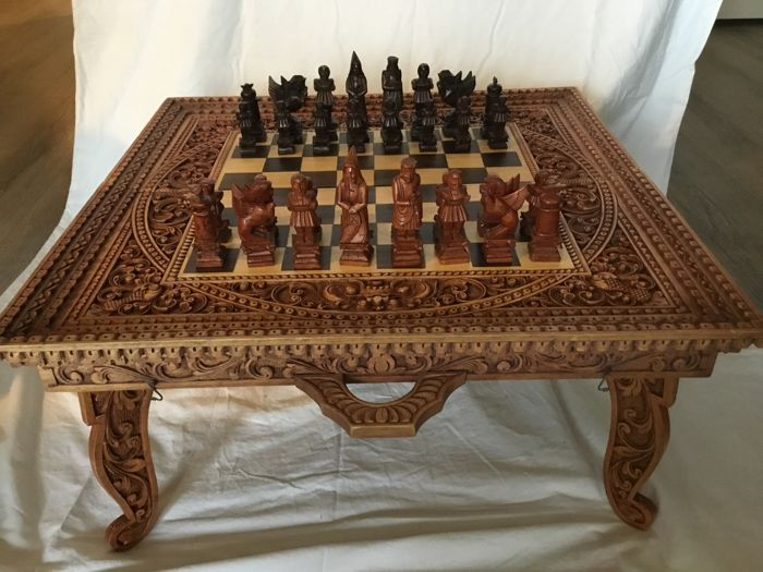 Very Nice Hand Carved Wooden Chess/backgammon Table With Wooden Chess  Pieces And Backgammon