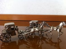 Two miniatures depicting horse-drawn carriages in silver - Italy - 1960s/70s