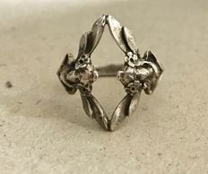 Art Nouveau ring in silver
