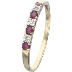 14 kt - Yellow gold ring set with 4 brilliant cut rubies and 3 single cut diamonds of 0.03 ct in total, in a white gold setting - Ring size: 21 mm