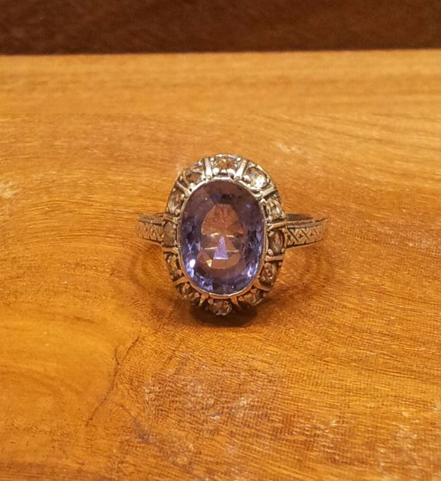 COD AMI 1001 Ring in 18 kt gold with 4 ct  Tanzanite 0.36 ct Diamonds