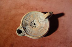 Oil lamp with palmette and floor brand - dimensions: 115 mm