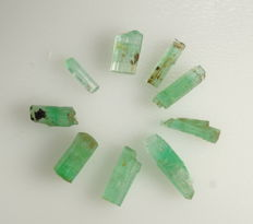 Lot of Emeralds crystals - precious crystals with nice color - 1,27 gr - 6,35 ct (9)