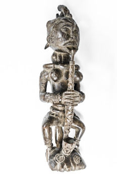 Old & Fine Seated Figure - BAMILEKE - Cameroon