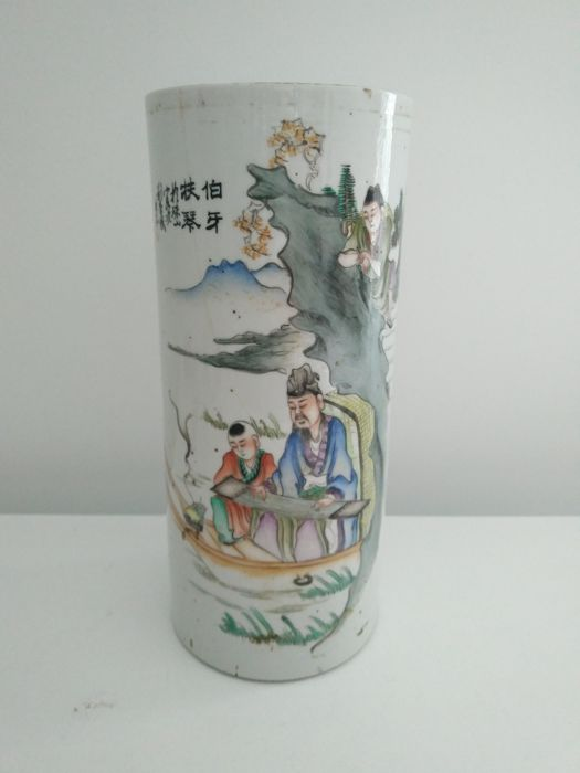 Porcelain Scroll Vase Of The Family Qianjiangcai Decorated With A