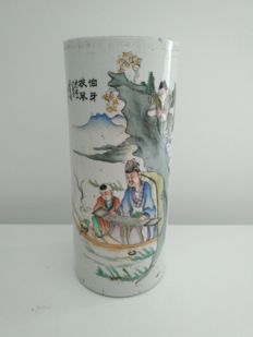 """Porcelain scroll vase of the family """"qianjiangcai"""" decorated with a sage playing music accompanied by a child, China – circa 1920 –"""