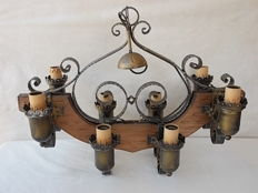 Large chandelier in wrought iron and wood for a vintage rustic kitchen - 1970s/80s
