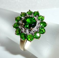 Ring made of 14 kt / 585 gold 2 ct Russian chrome diopside + 12 diamonds 0.12 ct like new ** no reserve price **