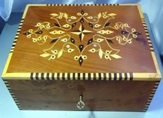 Big box, carved and polished in cedar wood and with inclusions of mother-of-pearl