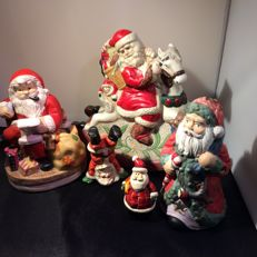 Lot of Santas of which two are music boxes