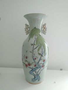 Large porcelain baluster vase of the Famille rose – China – circa 1930.