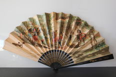 Large Spanish fan dated from 1896 - Wonderful drawings hand painted - Carved golden wood mount