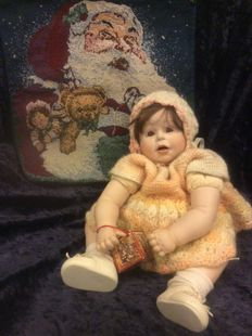 Lifelike porcelain baby doll Punkin, a reproduction of a Dehetre original 1987, hereby L. Boelee doll and character boy in nightgown