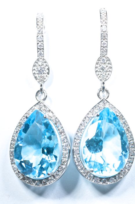18 kt 12.70 ct of sky blue topaz with 70 diamonds in white gold long earrings No reserve price