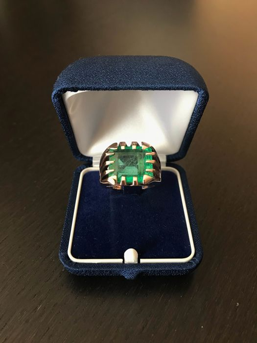 Signet ring with 14 ct emerald