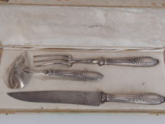 Three piece Art Nouveau carving cutlery with beautifully decorated silver hilts, A-J Duret, France, ca. 1910
