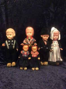 6 Dutch Wildebras dolls in costumes from Volendam and Staphorst