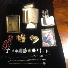 Lot of several devotional items - France and Italy - late 1800s