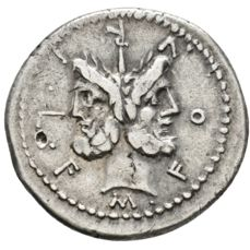 Roman Republic - MM. Furius L.f Philus. 119 B.C. AR denarius (21,88 mm, 3.88 gr) Rome mint. Roma crowning trophy of Gallic arms with right hand