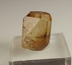 Golden Topaz - terminated, great quality with nice gemmy color - 1,8 x 1,7 x 1,5 cm - 11,24 g - 56,2 ct