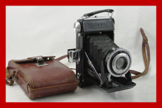 Very pretty French folding camera of the brand Drepy with leather bag and, I believe, the only one of this brand