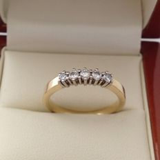 Gold 14 kt women's ring with 5 brilliant cut diamonds 0.28 ct - W/VS; ring size: 18 (56)