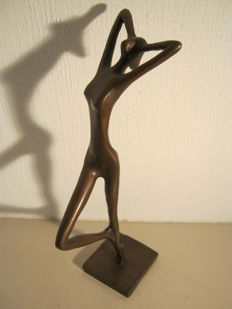 Bronze Sculpture of a naked woman - marked - 26 cm high.