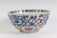 Lobbed porcelain Imari bowl - China - 18th century