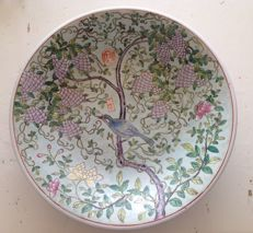 Large porcelain saucer with decoration of bird, grapes, flowers and two red seals - China - circa 1970