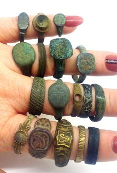 Medieval bronze rings decorated - 12-21 mm (11)