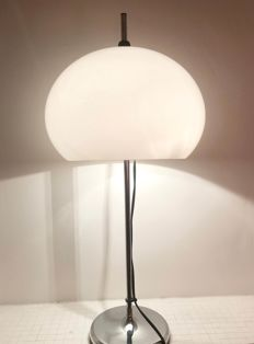 Dijkstra Lampen - Mushroom Table lam - White with chromed base and acrylic plexiglass lampshade