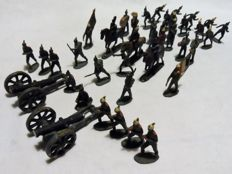 lot of 40 old hand-painted tin soldiers, several men, cavalry and cannons.